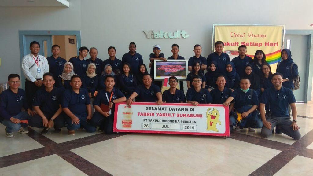 Foto bareng PT Yakult Indonesia Persada